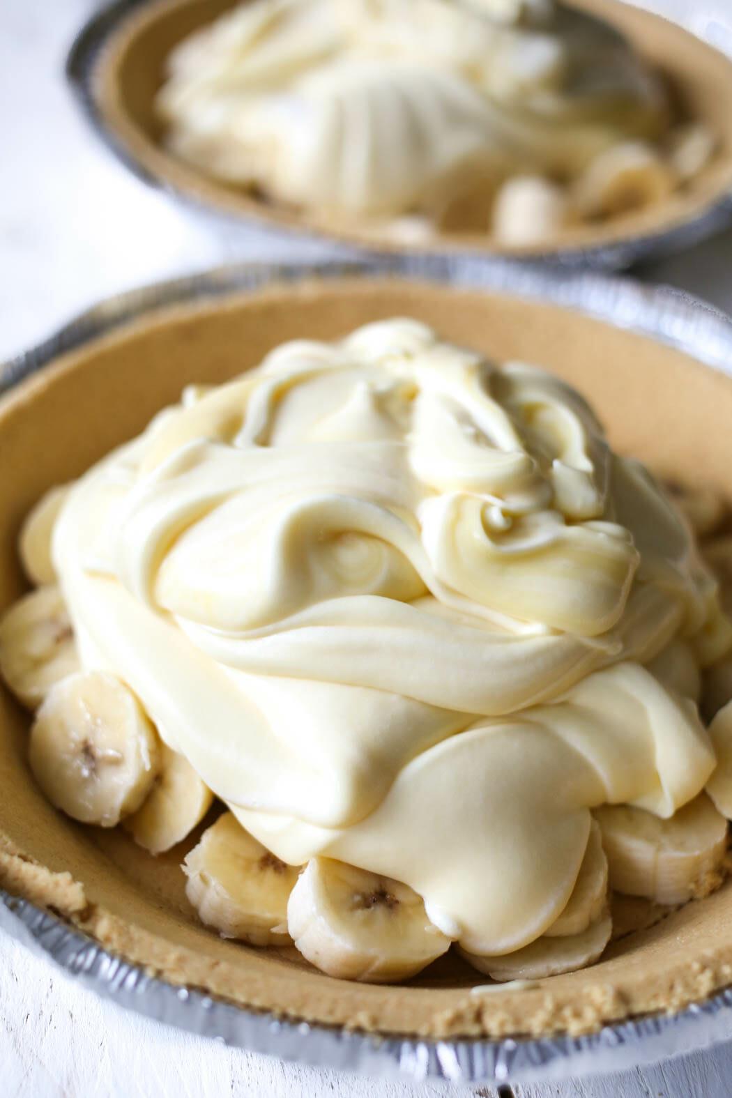bananas and banana cream in pie crust