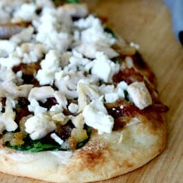 A yummy and super easy flatbread pizza!
