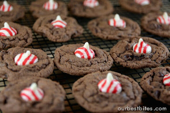peppermint kiss cookies cooling