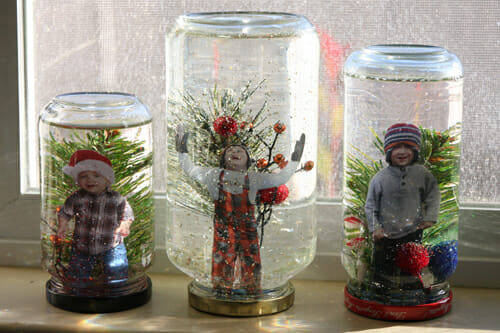 http://www.ourbestbites.com/2011/12/how-to-make-a-homemade-snow-globe/