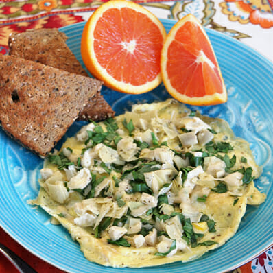 {Healthy!} Cheesy Spinach-Artichoke Omelet