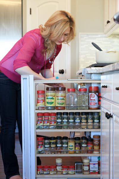 Pull Out Spice Storage