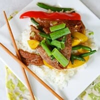 Easy beef stir fry with green beans and bell peppers--plus the sauce is to die for!