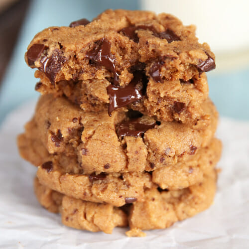 Flourless Peanut Butter Cookies {Quick & Easy!}