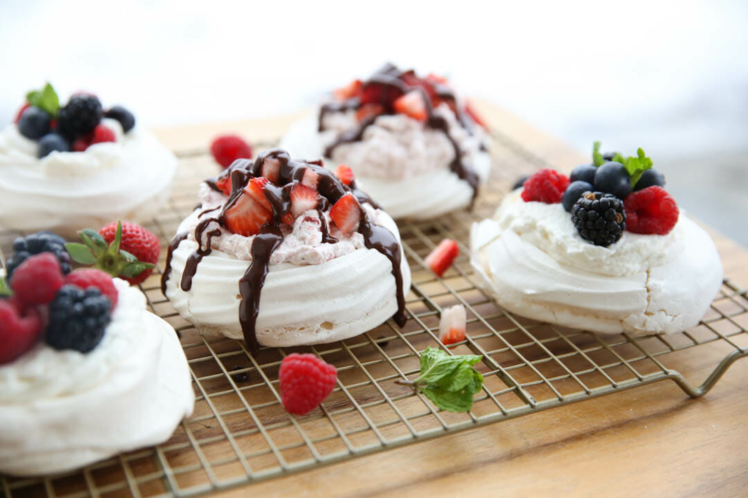easy pavlova recipe with berries and cream