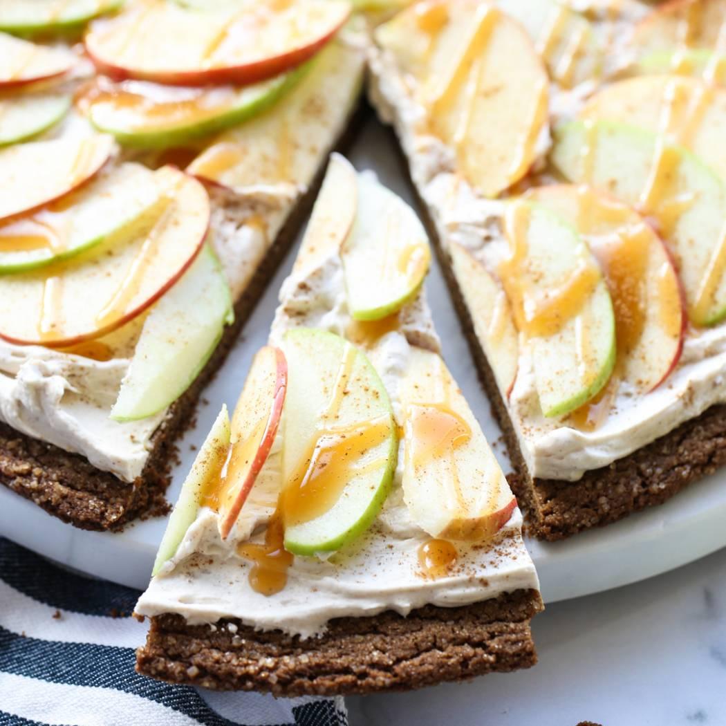 caramel apple fruit pizza slice