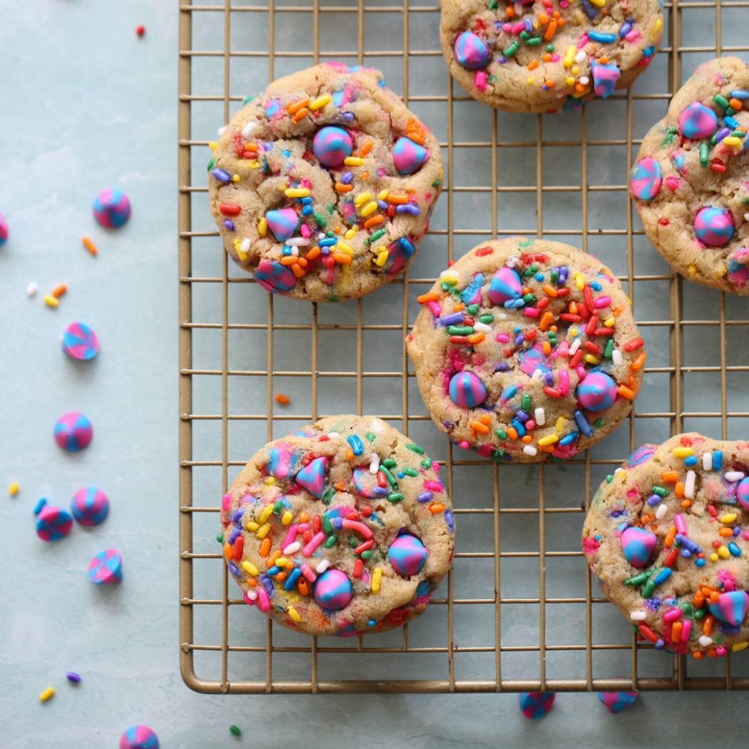 Sprinkle cookies on rack