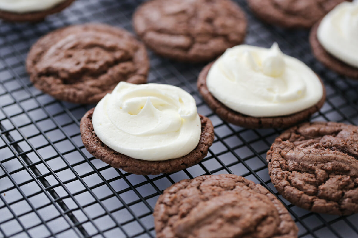 filling chocolate cookies with icing